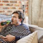Onderzoek toont verontrustende drinkmotieven tijdens lockdown