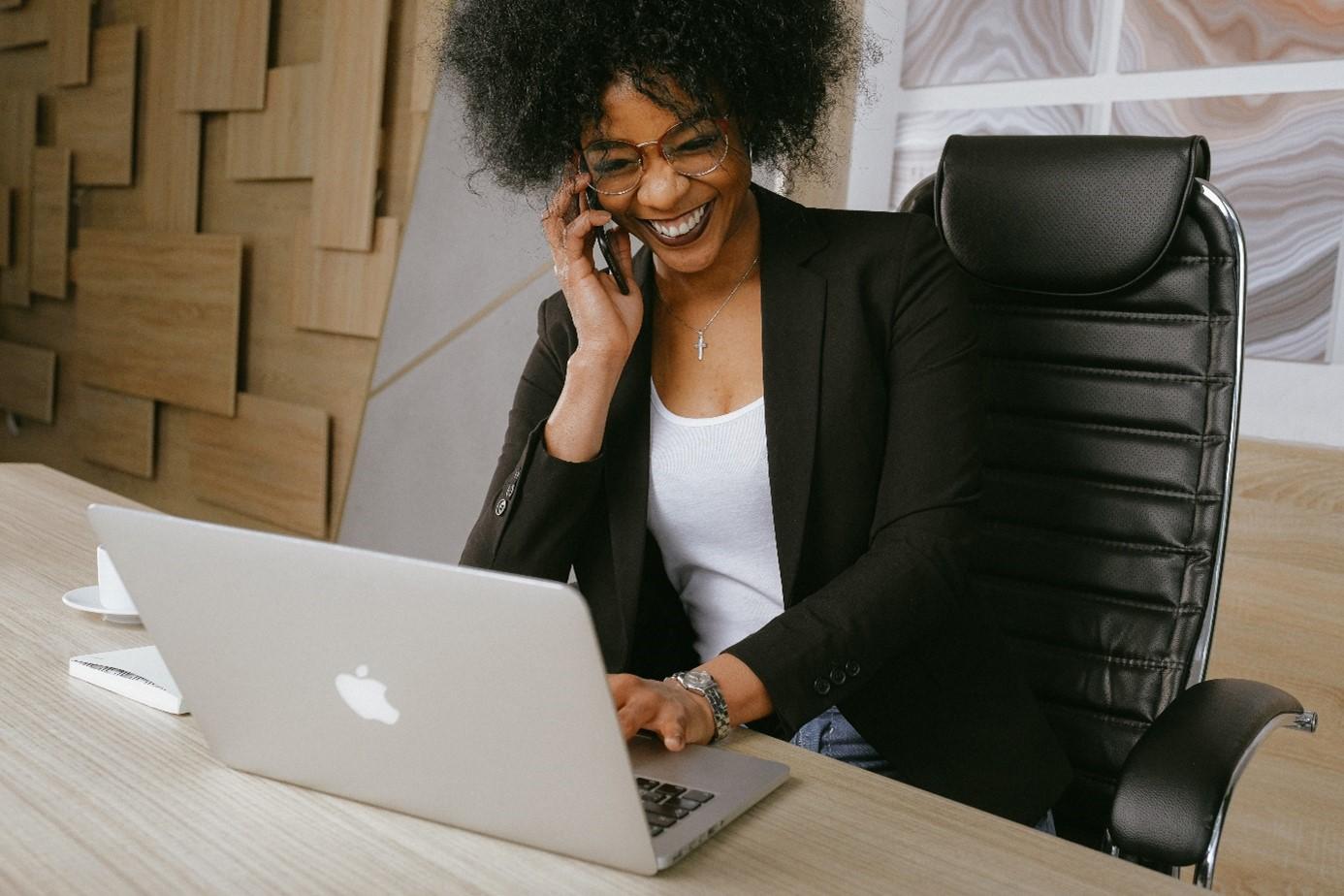 Un salaire de base plus élevé et un contenu de fonction passionnant pour plus de satisfaction au travail