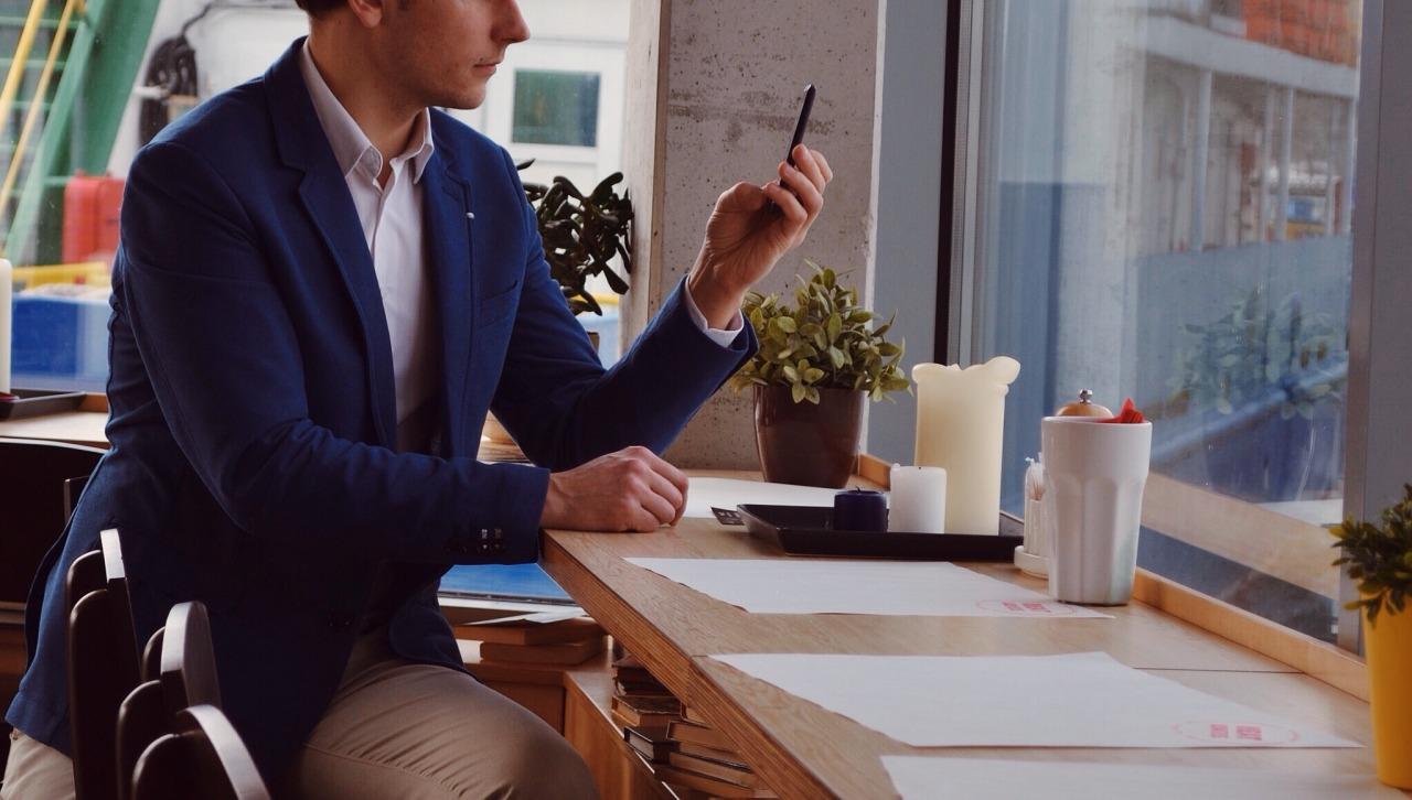 7 op de 10 Belgen stoort zich aan smartphonegedrag tijdens een gesprek